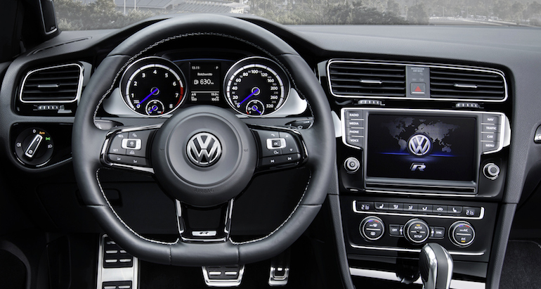 golf_r_variant_cockpit