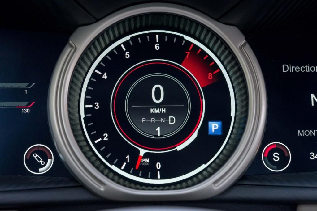 2017-Aston-Martin-DB11-instrument-cluster-gauge-02